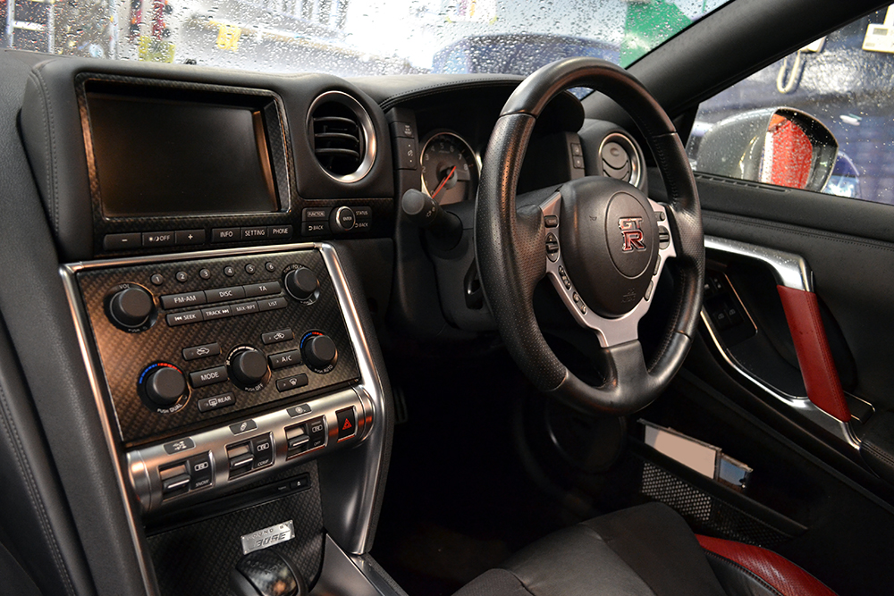 Nissan gt r carbon treated interior trim reforma uk for Nissan gtr interieur