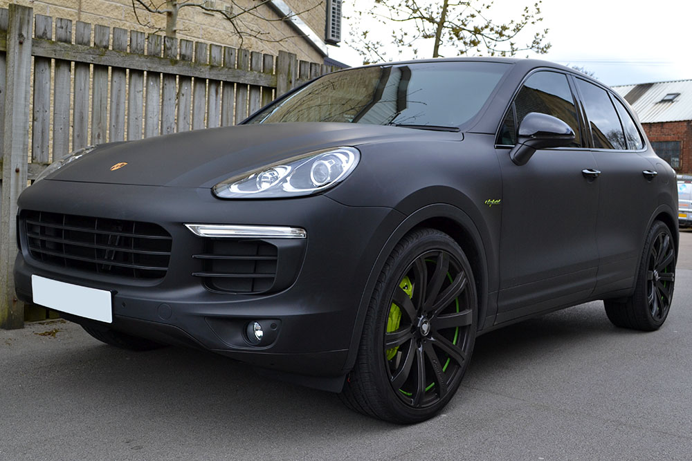 porsche cayenne hybrid wrapped in matte black reforma uk. Black Bedroom Furniture Sets. Home Design Ideas