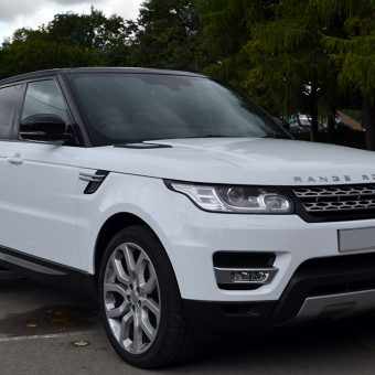Range Rover Vogue Gloss-White Wrap Front Angled