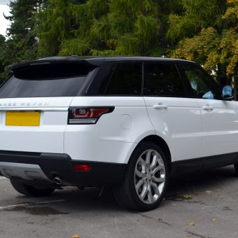 Range Rover Vogue Gloss White Wrap Rear