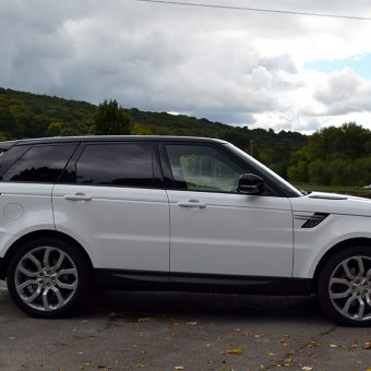 Range Rover Vogue Gloss White Wrap Side