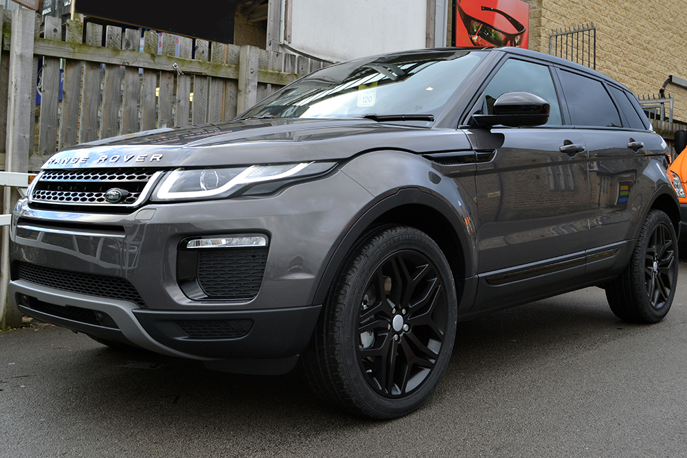 Range Rover Evoque - Waitomo Grey with Roof Wrap