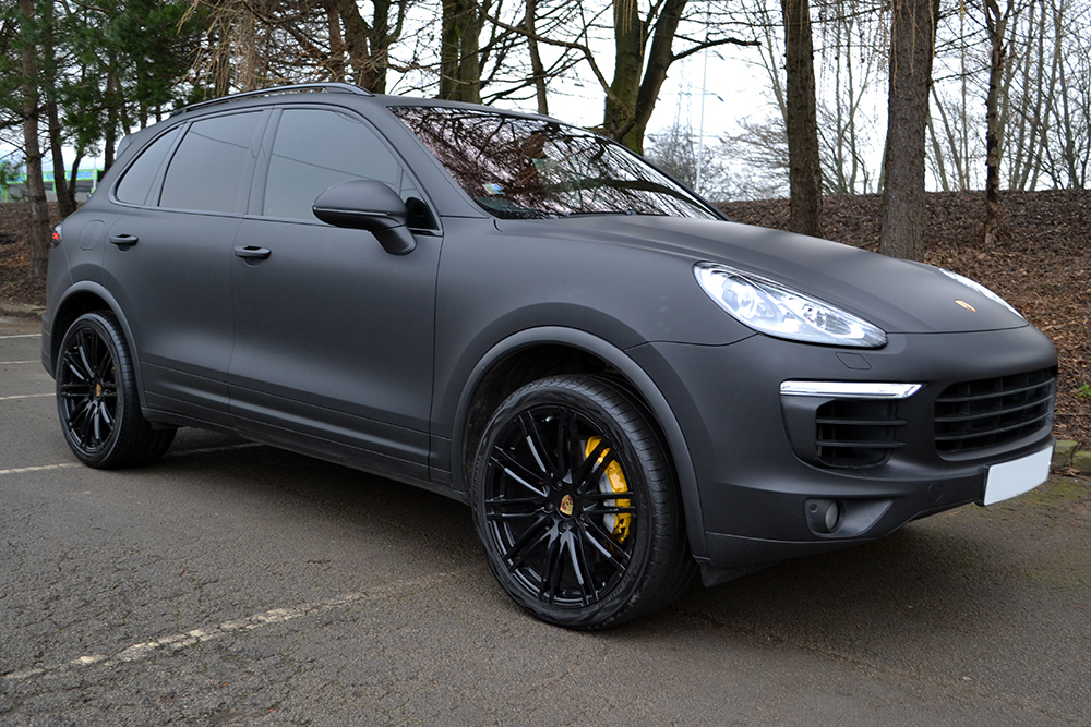 Porsche Cayenne Wrapped in Matte Black - Reforma UK