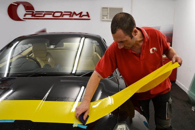 ferrari california bonnet stripe fitting