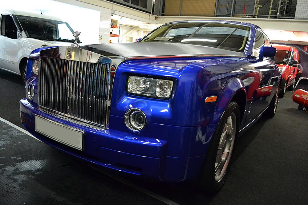 rolls royce phantom cosmic blue front angled