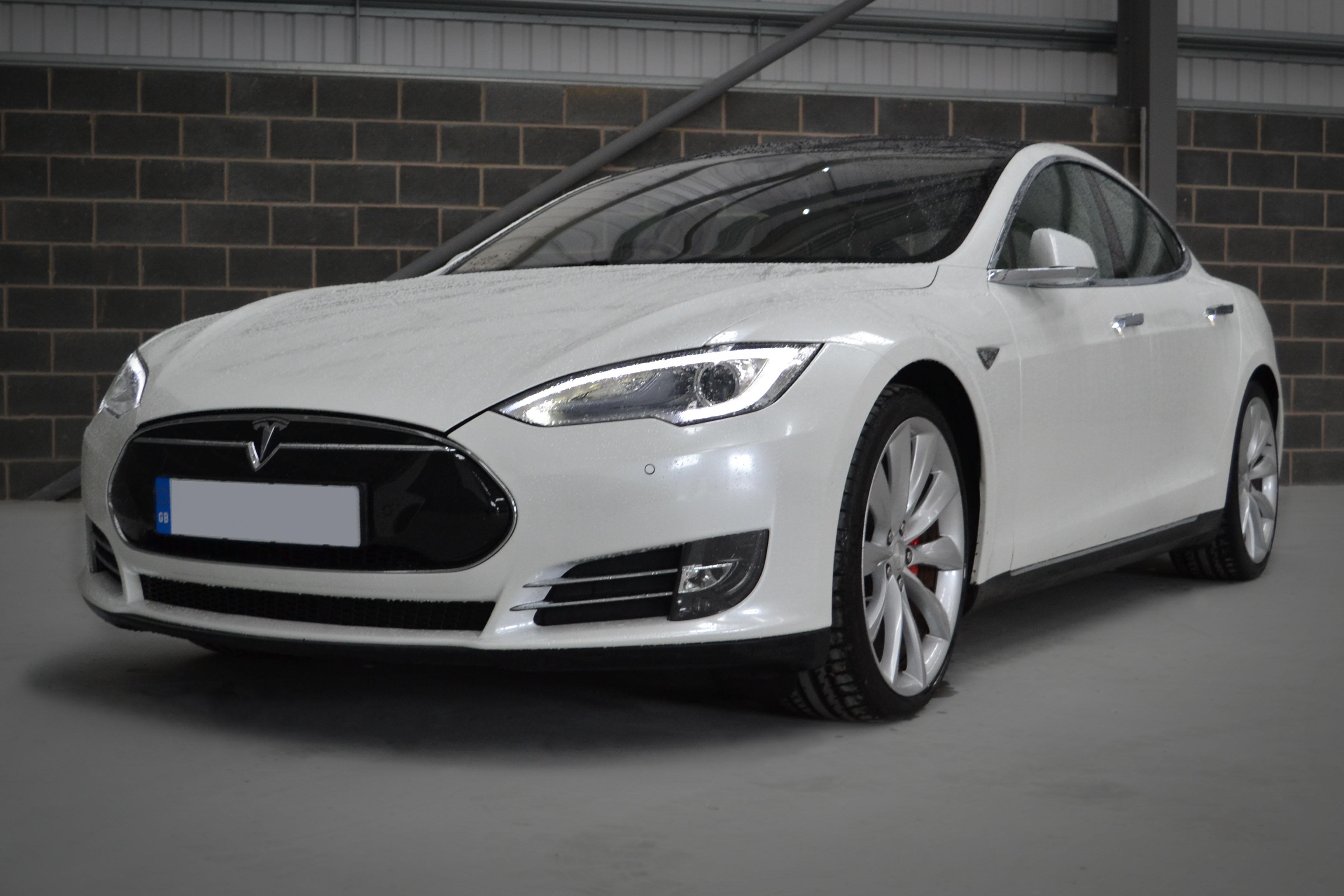 Tesla Model S Gloss White Pearl Reforma Uk
