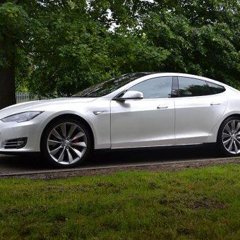 Tesla Model S Gloss Pearl Wrap Reforma UK