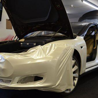 Tesla Model S Pearl White Gloss Wrap Reforma