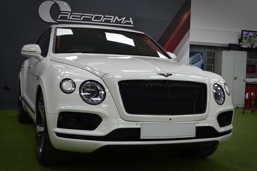 Bentley Bentayga Dechrome Reforma UK Front