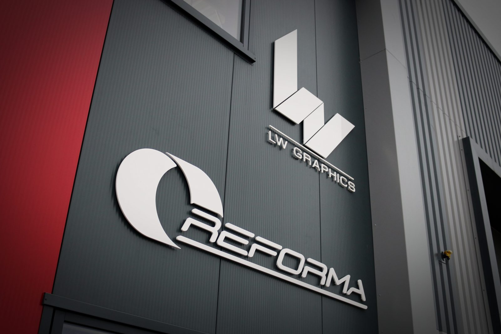 LW Reforma Logo Building